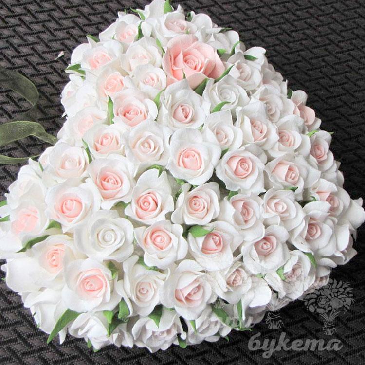 51 белая роза сердцем