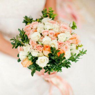 Букет невесты из кустовых роз «Счастливый шаг»