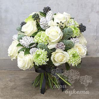Новогодний букет из белой розы
