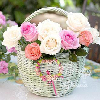 9 разноцветных роз в корзине