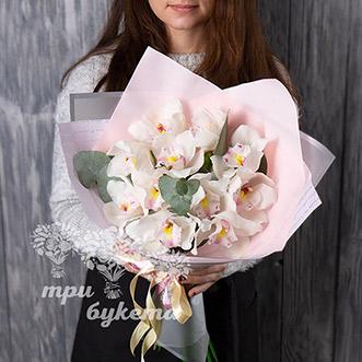 Монобукет из 11 орхидей