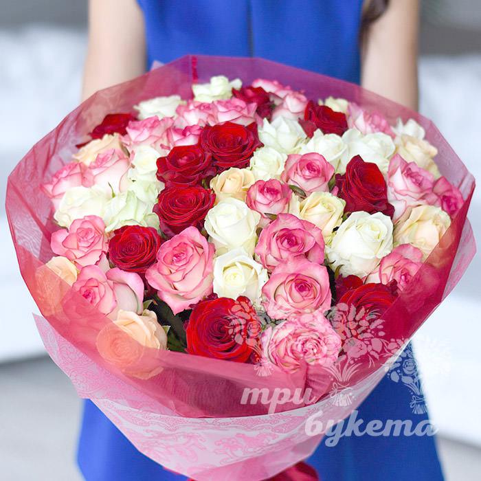 buket-iz-51-raznocvetnoj-rozy
