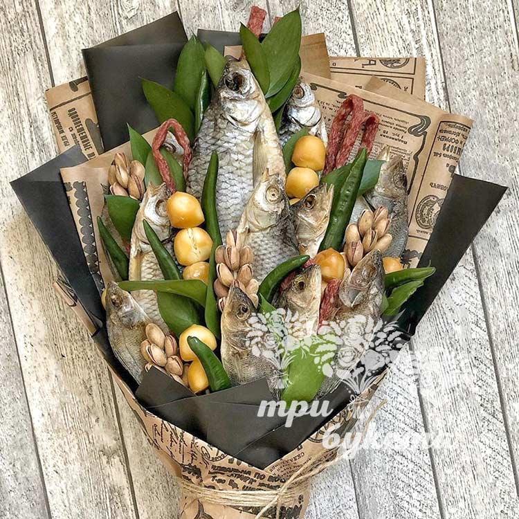 buket-iz-ryby-i-syrnyh-sharikov