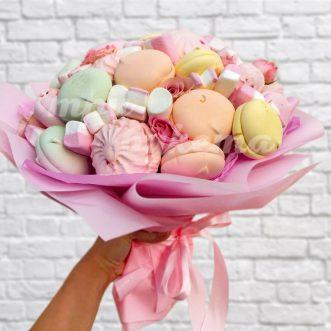 sladkij-buket-iz-zefira-i-roz
